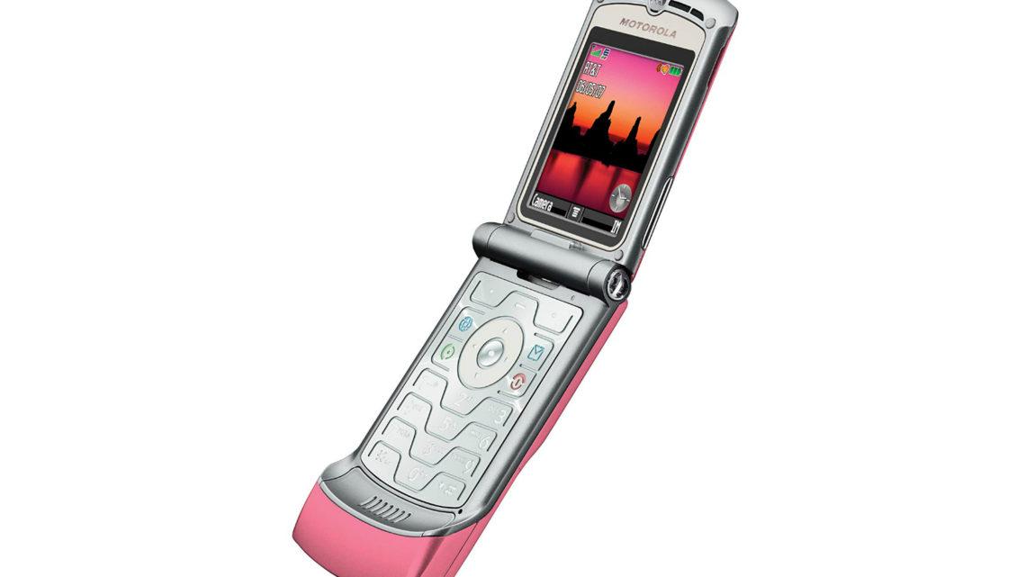How does the 2019 Motorola Razr compare to the original flip phone?